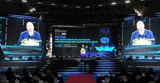 Thủ tướng Chính phủ Nguyễn Xuân Phúc phát biểu chỉ đạo tại Lễ khai mạc Triển lãm quốc tế đổi mới sáng tạo Việt Nam 2021 và Khởi công xây dựng Trung tâm đổi mới sáng tạo Quốc gia (Ảnh: HNV)