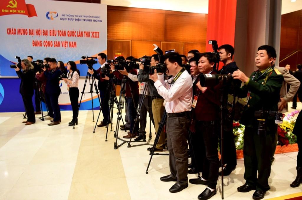 Theo thống kê của Ban Tuyên giáo Trung ương có khoảng 500 phóng viên, kỹ thuật viên của 191 cơ quan báo chí trong nước, hơn 60 phóng viên của 26 hãng thông tấn, báo chí nước ngoài tham gia tác nghiệp tại Đại hội XIII của Đảng.