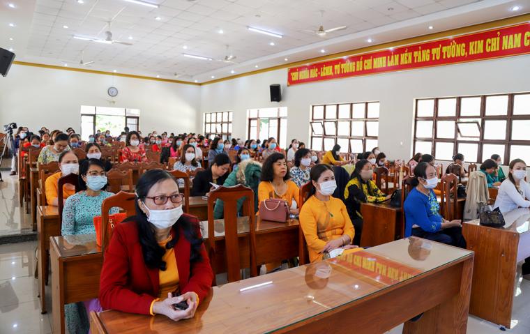 Cán bộ, hội viên phụ nữ 6 huyện, thành phố phía Nam tham gia học tập, quán triệt Nghị quyết Đại hội Đảng bộ tỉnh Lâm Đồng lần thứ XI. (Ảnh: Khánh Phúc)