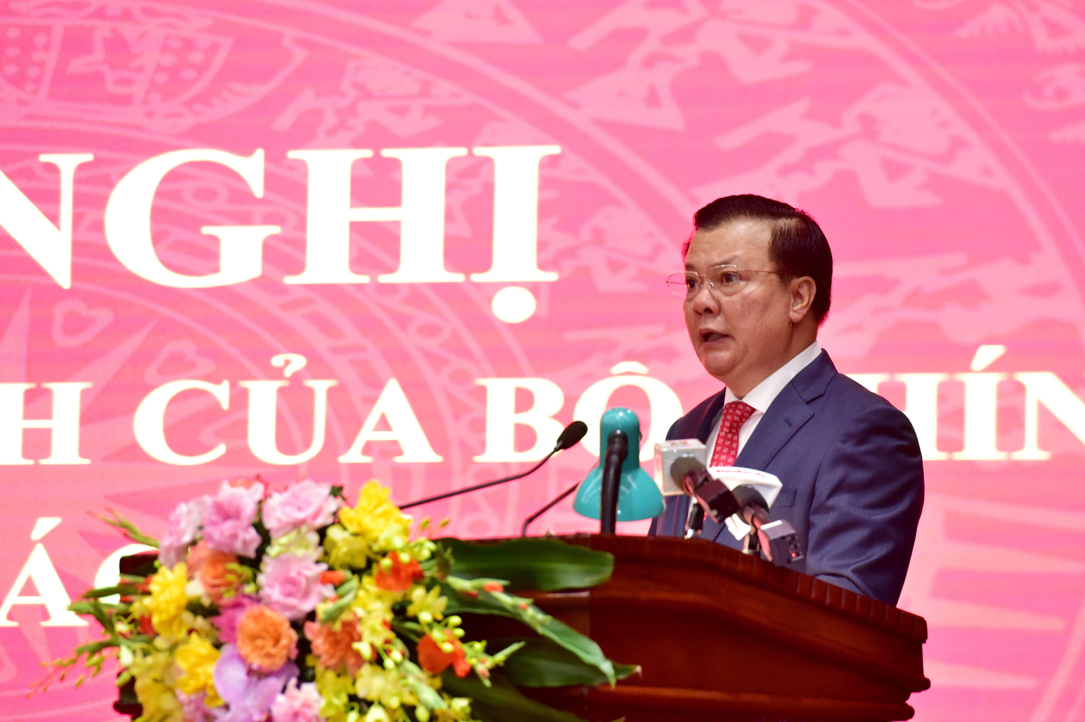 Tân Bí thư Thành ủy Hà Nội Đinh Tiến Dũng phát biểu tại Hội nghị.